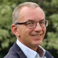 Erelid Paul Buitenhek overleden